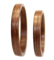 Walnut wood rings set thin bentwood